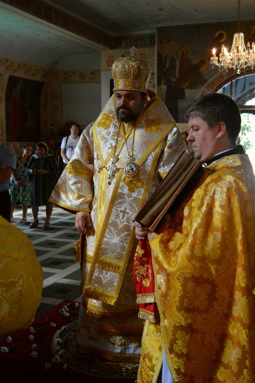 2018-08-Olomouc-pravoslavna-katedrala-DSC_0644_1-vyznamenani